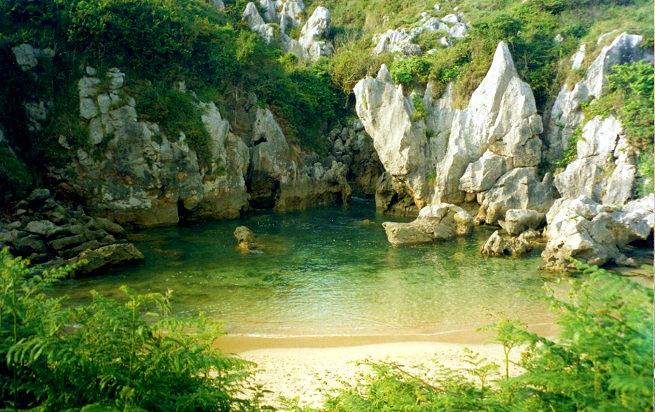 ✔  Hay lugares que despiertan un incontrolable deseo de conocerlos unas ganas locas de viajar y uno de esos sitios es… ¡Llanes!