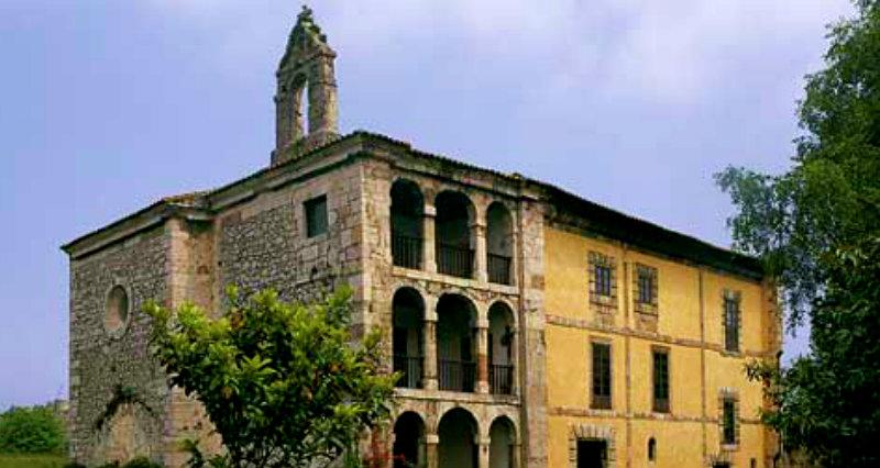 ✔   Adéntrate, en un Paseo, por el Conjunto Histórico de la Villa de Llanes