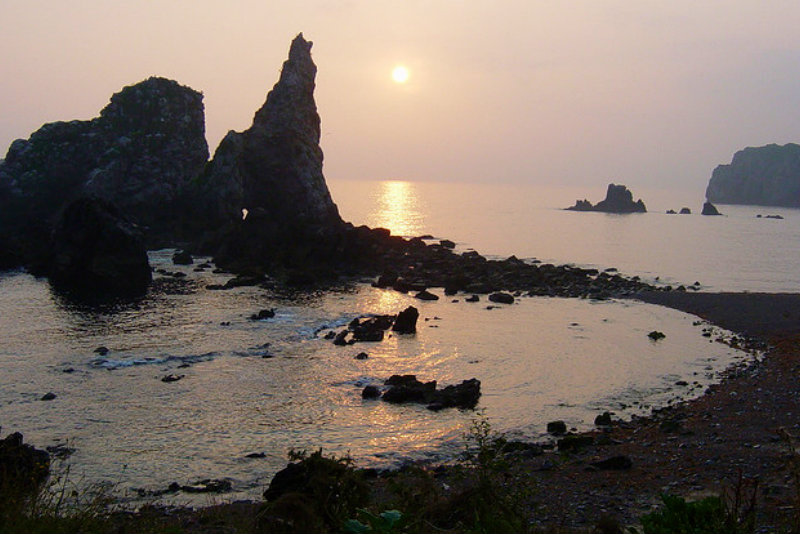 ✔  Puede ser una playa medieval???… la de Castiello en Pendueles, un paisaje espectacular