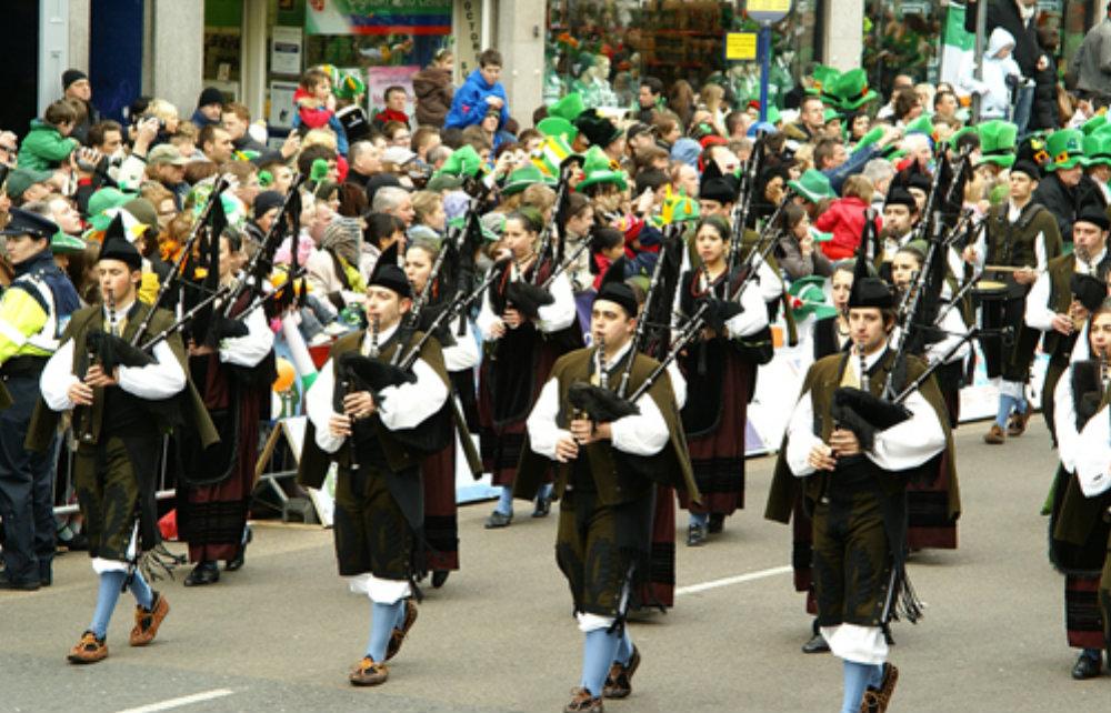 Celebramos el color de la esperanza!!!  sábado, 17 de marzo el color es verde por San Patricio y Llanes se suma a la corriente festiva mundial… ¿quieres saber por qué?