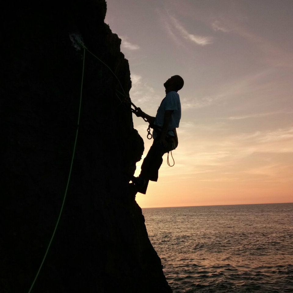 Coasteering en LLanes… la aventura más divertida por la costa | desde 33€ – GUÍA TURISMO ASTURIAS