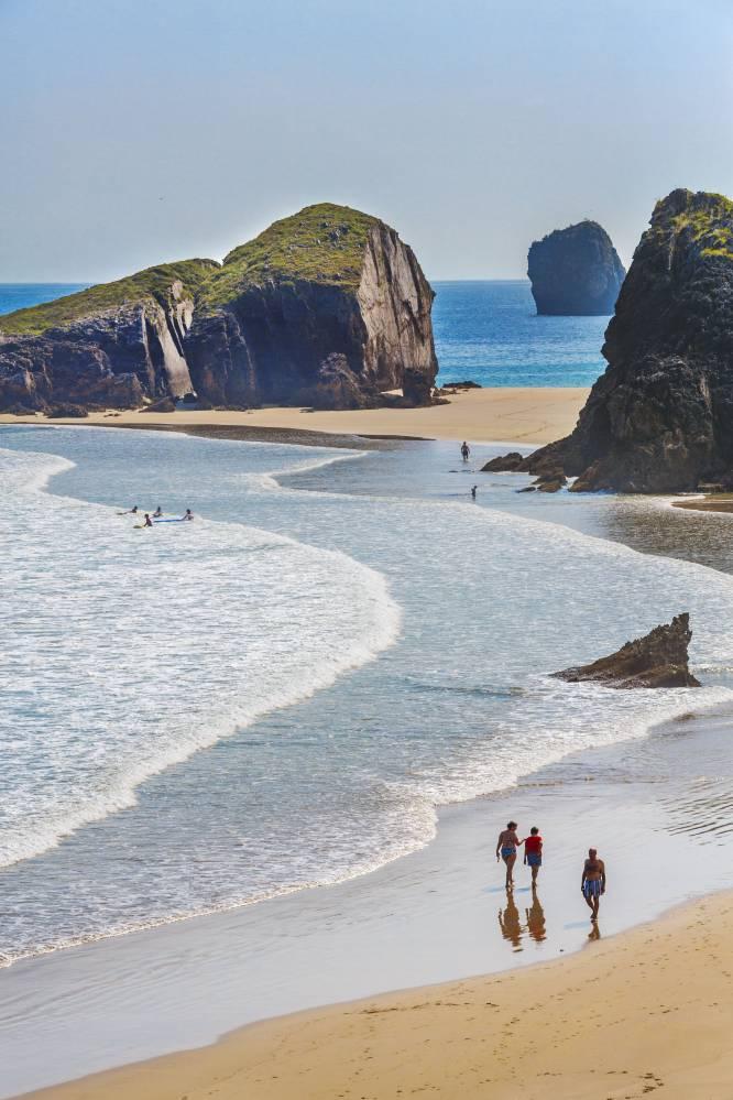 Un arenal Asturiano que destaca por su belleza y espectacularidad.. y no lo decimos nosotros!!! 😏😏 – GUÍA TURISMO ASTURIAS