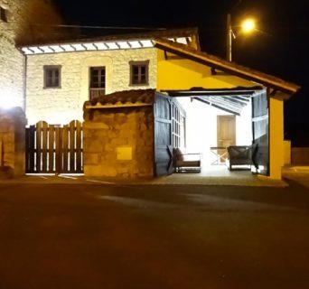 Casa rural con capacidad hasta 10 personas en el pueblín de Villanueva de Colombres